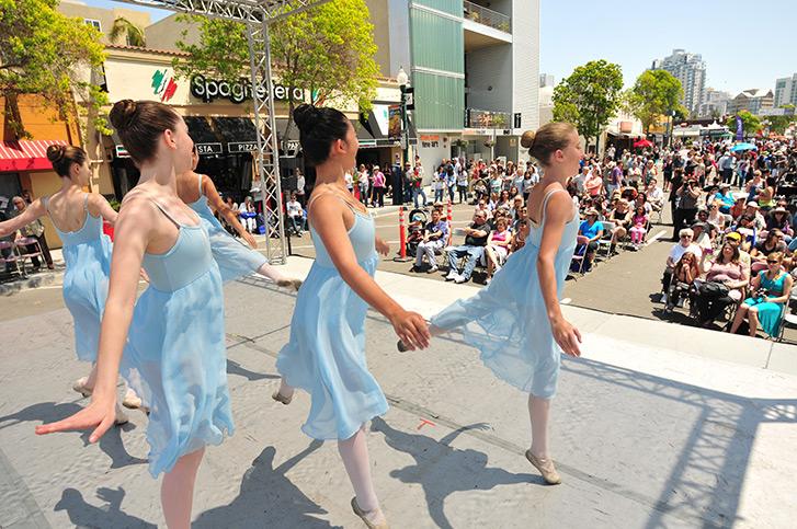 Dancers at ArtWalk